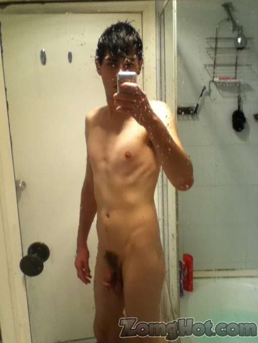 Twink boy naked in the mirror